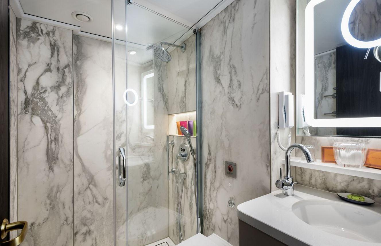 Crystal Bach - River Suite Bathroom