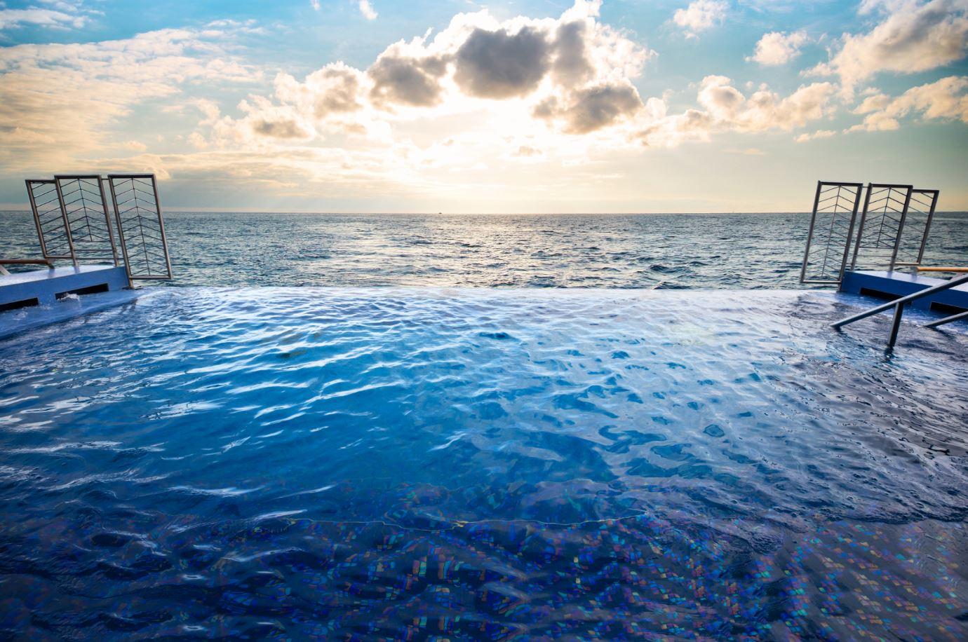 Seven Seas Explorer - Serene Spa - Fitness & Wellness - Infinity Pool am Heck