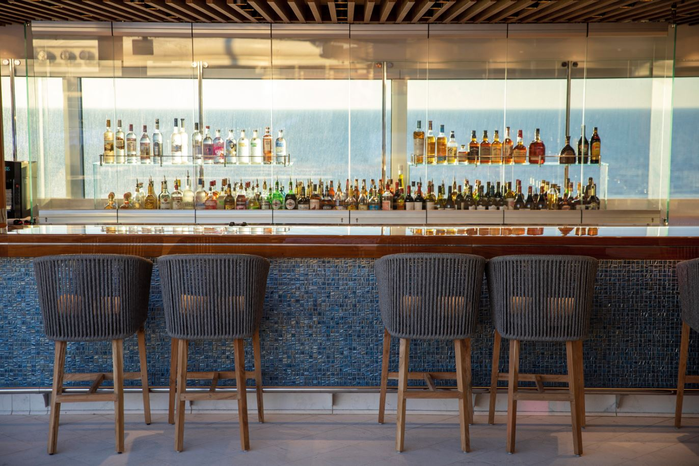 Seven Seas Splendor - Pool Bar