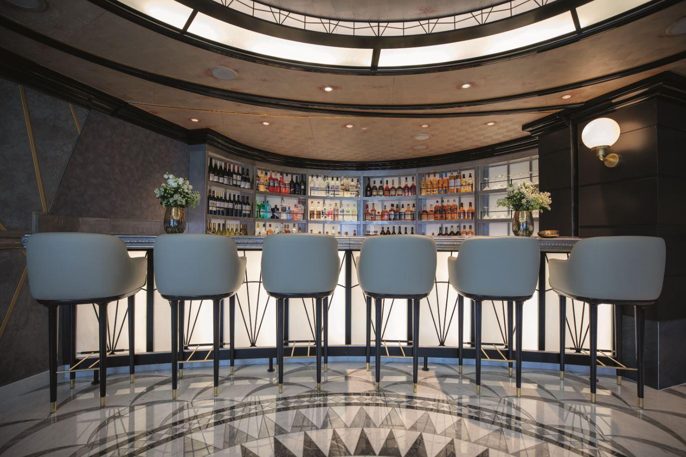 Seven Seas Splendor - Chartreuse Restaurant Bar