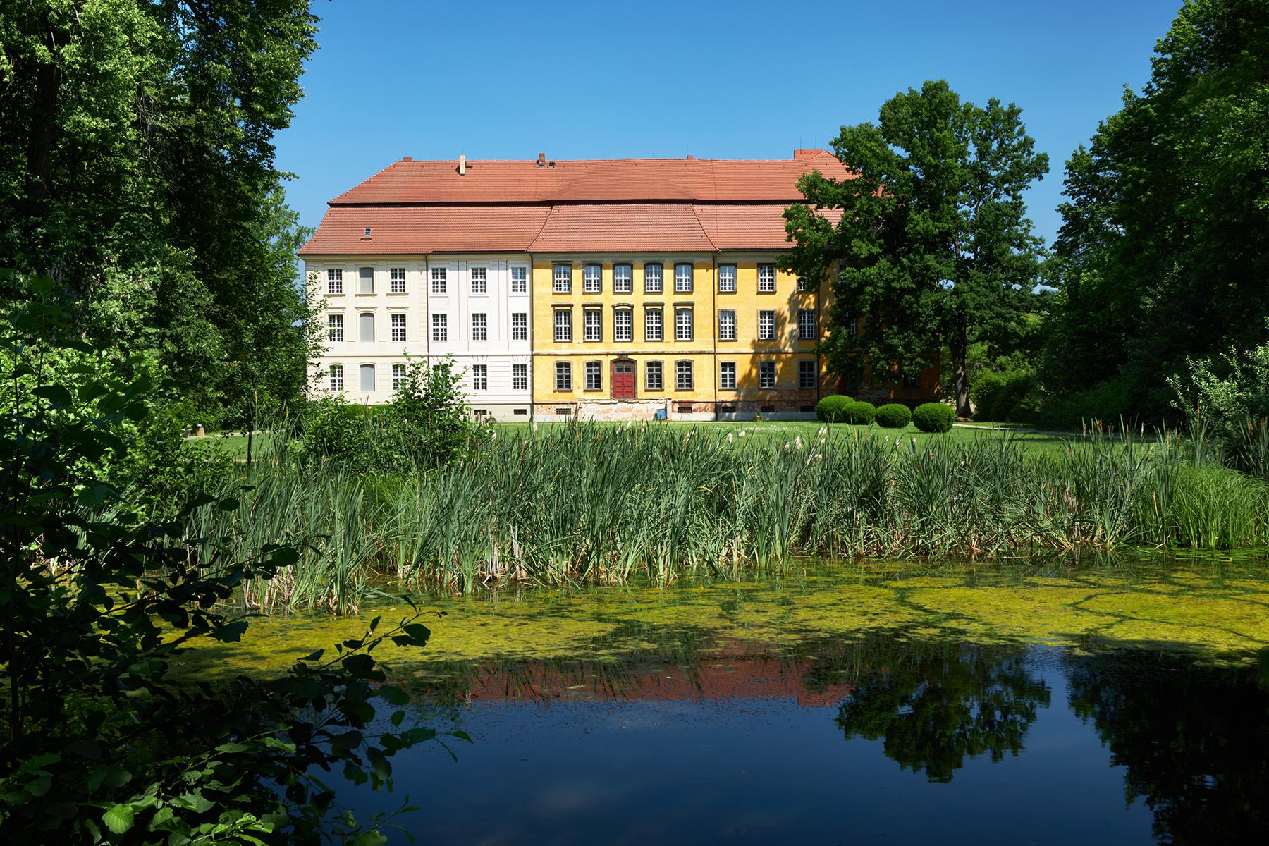 Schloss Lieberose, 2020 © Freunde des Rohkunstbau e.V. Foto: Jan Brockhaus / Freunde des Rohkunstbau e.V.