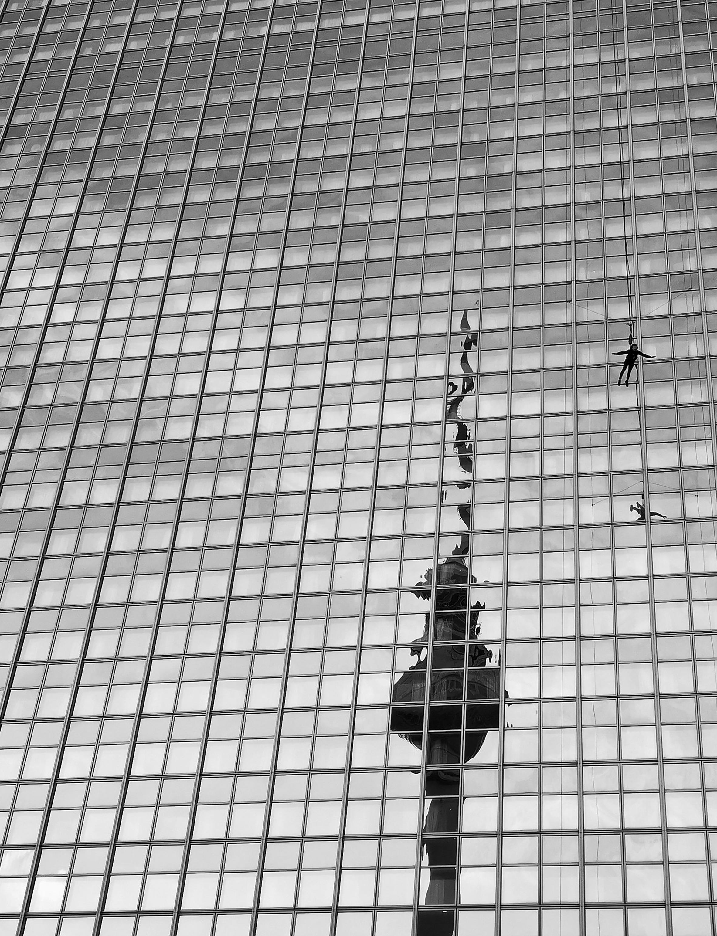 Metropolis #118, Alexanderplatz, 2019/10/21, Silbergelatine Abzug / silver gelatin print, Printed 2021, Copyright Barbara Wolff