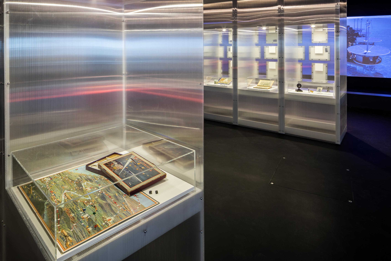 Ausstellungsansicht Beyond States 2021, Luftkriegsspiel, Zeppelin Museum, © Foto Tretter