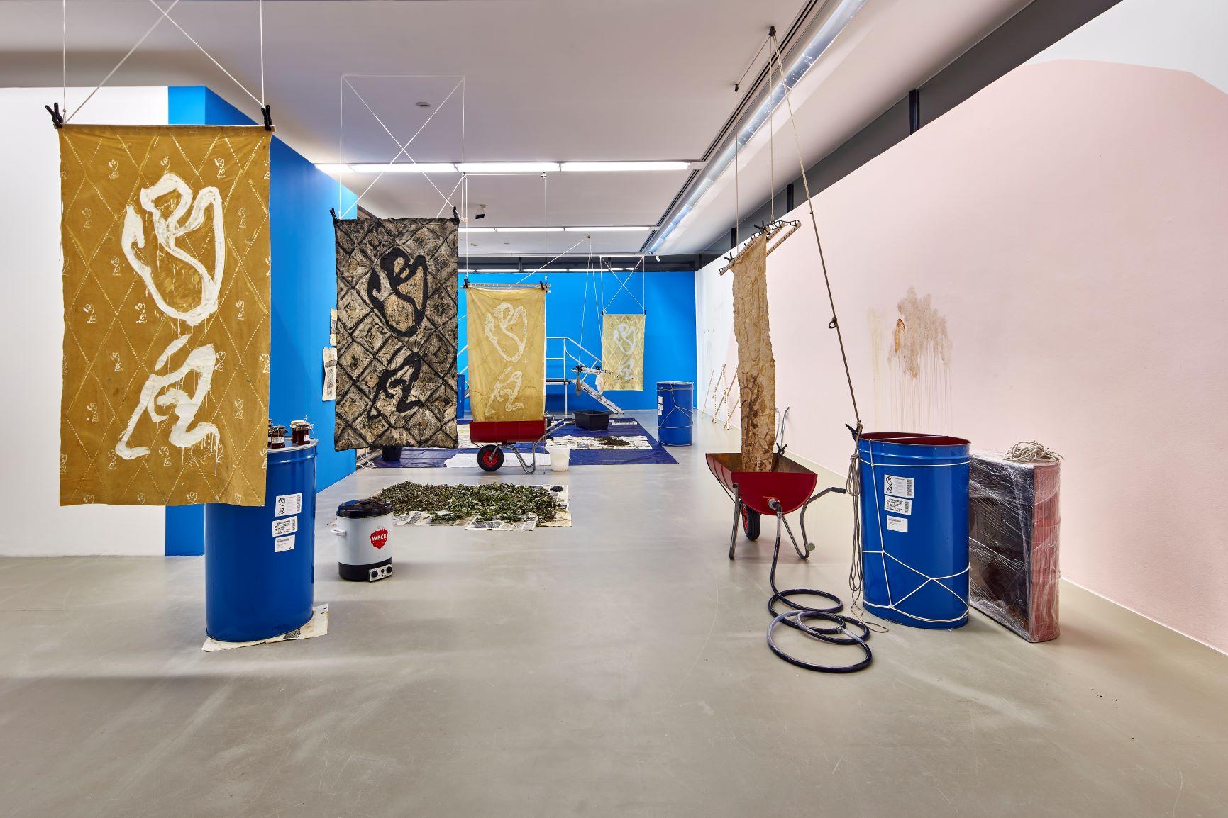 Ada van Hoorebeke, Rose Family Factory, 2020, Installationsansicht Städtische Galerie Nordhorn, Foto: Helmut Claus