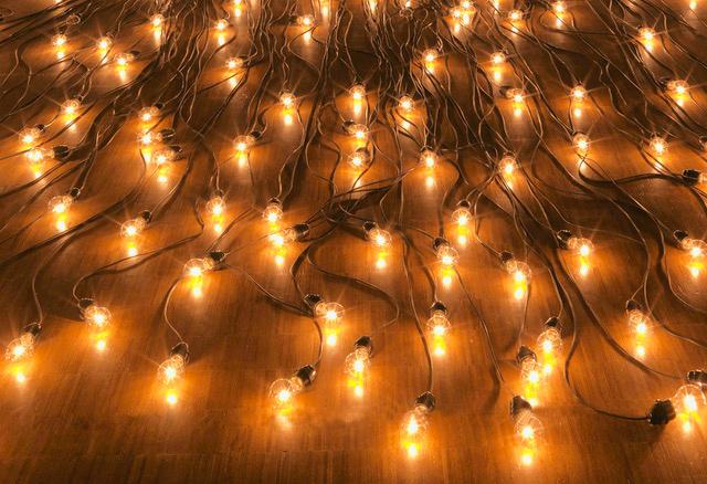 Christian Boltanski Crépuscule (detail), 1996, lightbulbs and cables, Dimensions variable © Centre Pompidou / Philippe Migeat © ADAGP, Paris, 2019