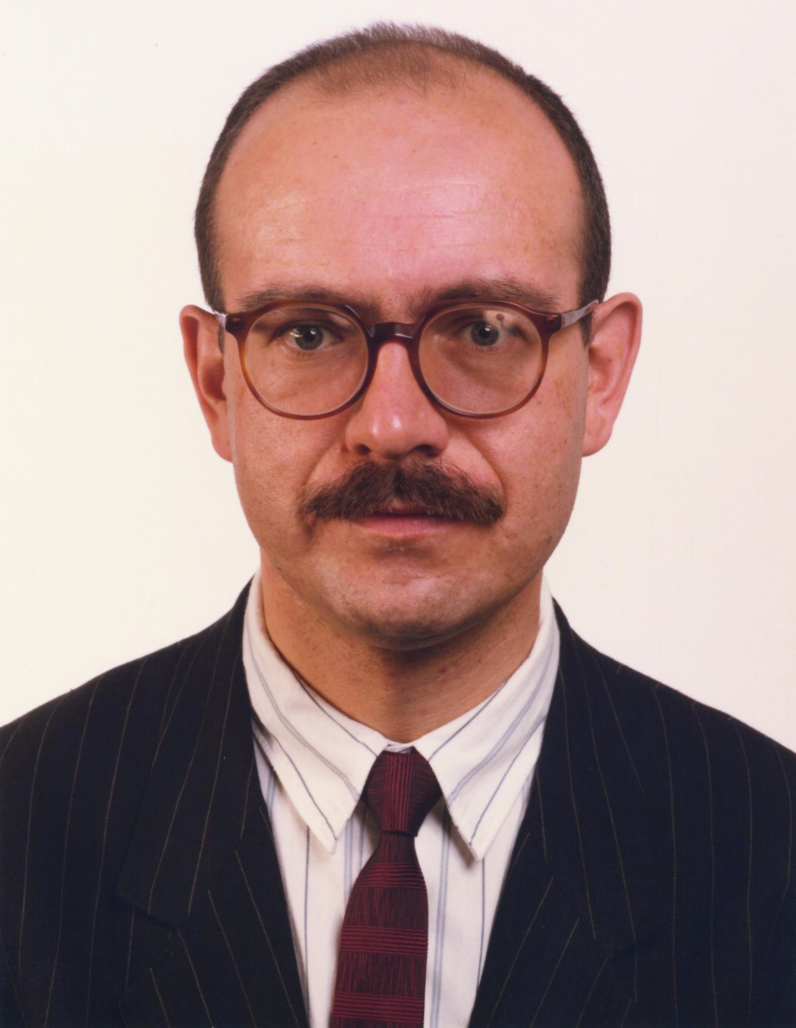 "Thomas Ruff, ''Portrait (Jörg Johnen)"", 1989 © Thomas Ruff und VG Bild-Kunst, Bonn 2021"