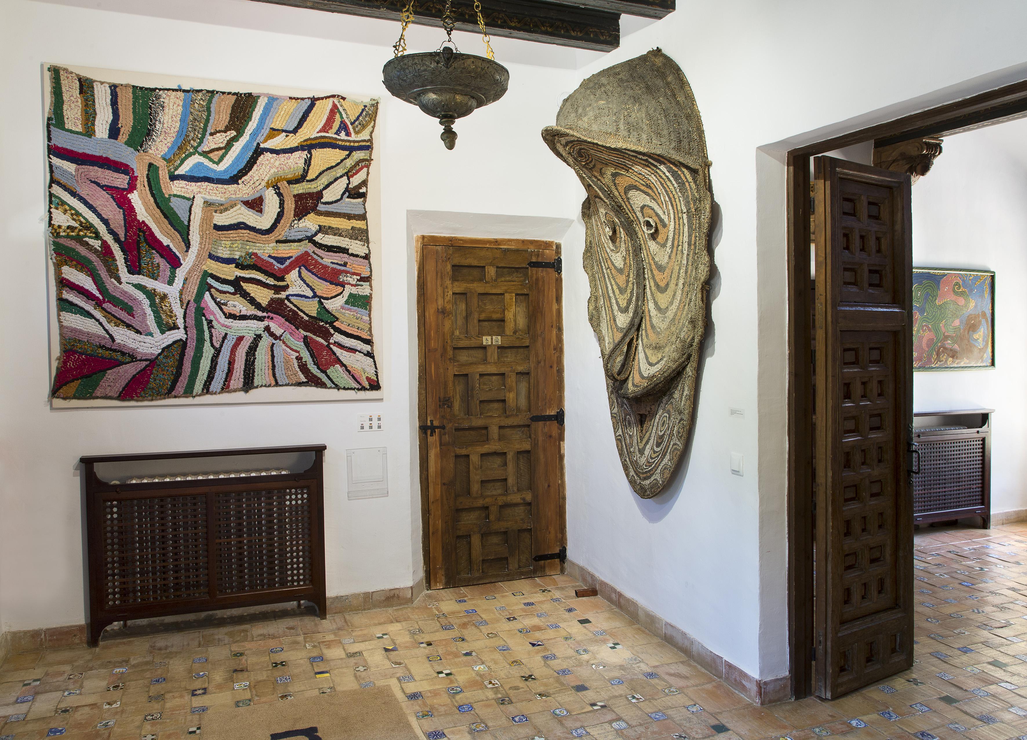 Hassan Fathy Gebäude Innenansichten: Eingang 2: Werke aus Papua-Neuguinea, Ozeanien © Fundacion Yannick y Ben Jakober