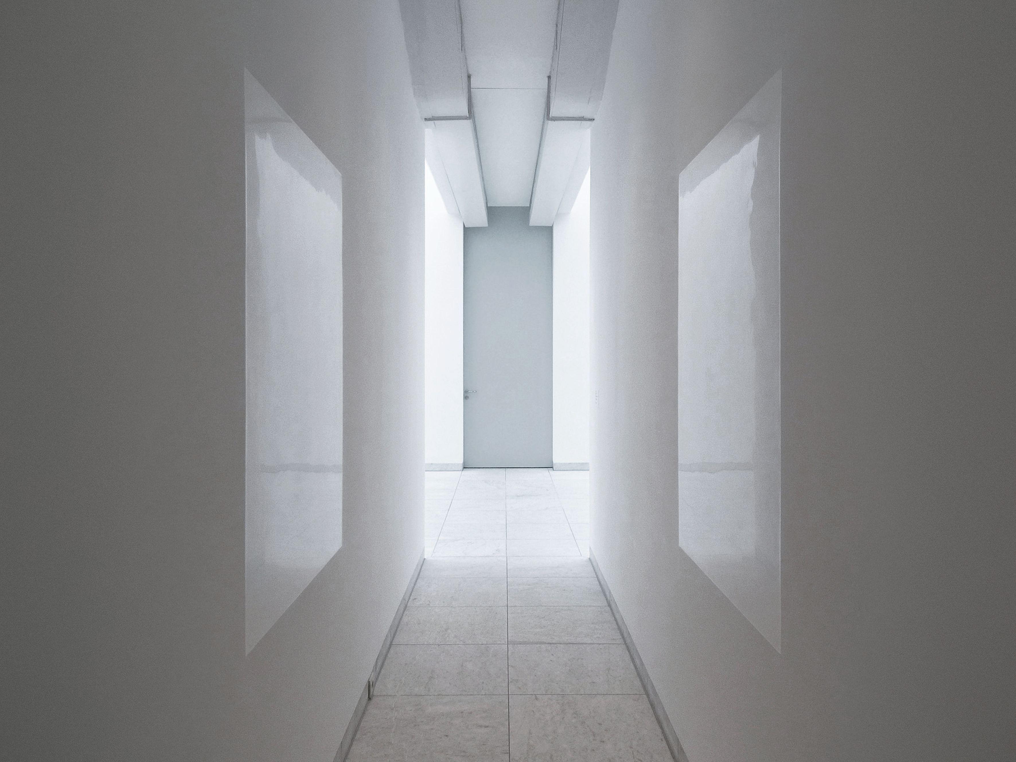 Karin Sander, Wandstück, 1992, Wandfarbe, poliert 150 x 100 cm, Städtisches Museum Abteiberg, Mönchengladbach, permanente Installation, Foto: Werner Hannappel © Karin Sander, VG Bild-Kunst Bonn, 2021