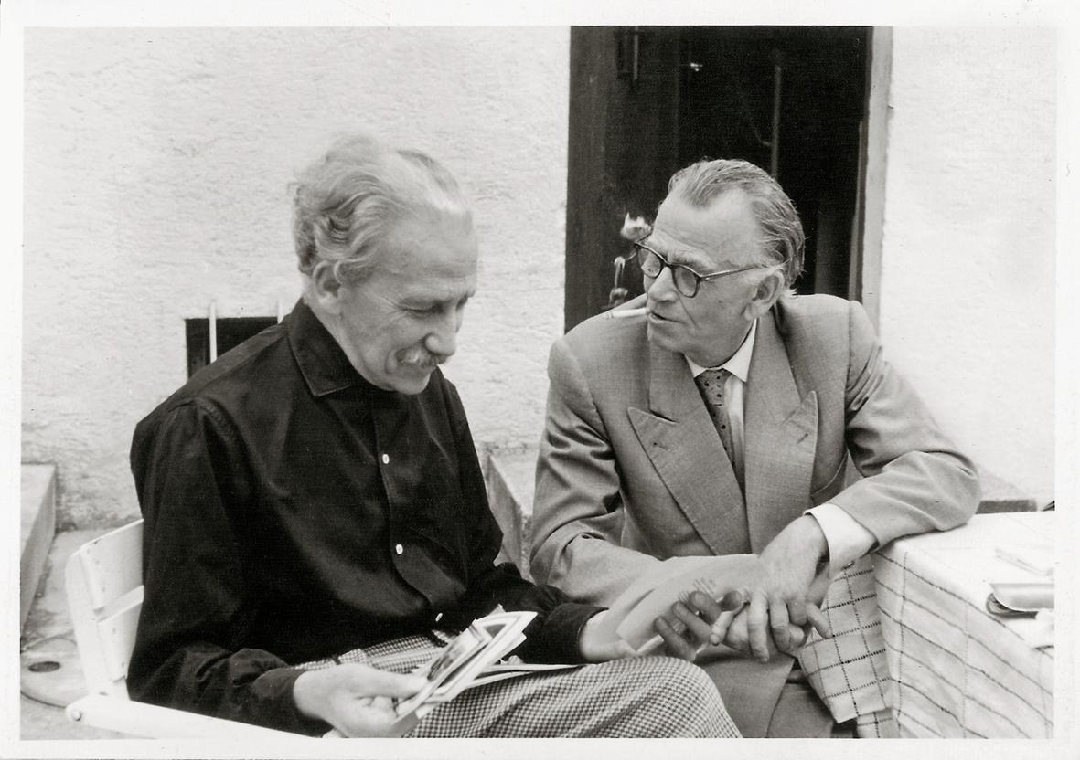 Fritz Mühlenweg und Otto Dix, Innenhof in Allensbach, ca. 1959 Fotograf Michael Berchmann (Singen) © Nachlass Fritz Mühlenweg, Franz-Michael- Felder-Archiv, Bregenz, Sign.: N 58 D: 5: Dix