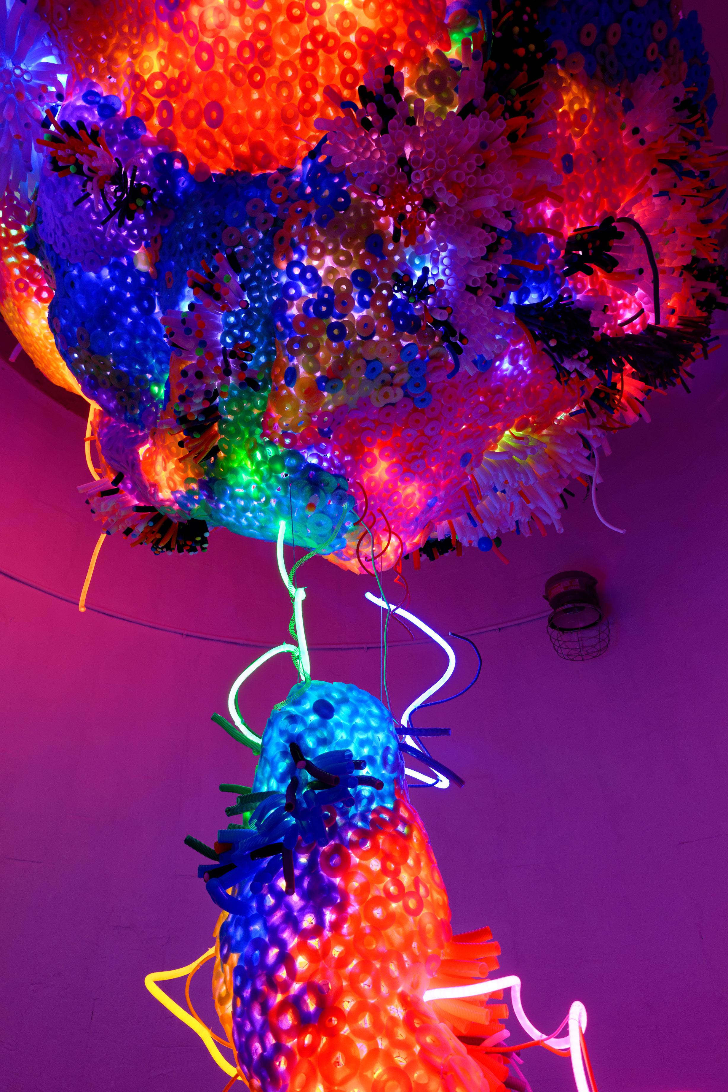 Adela Andea, Inner Sanctum Flex Neon, Stahl, Plexiglas, Schaumstoff, Ausstellungsansicht, The Site Gallery, Houston, TX, USA, 2016 © Adela Andea