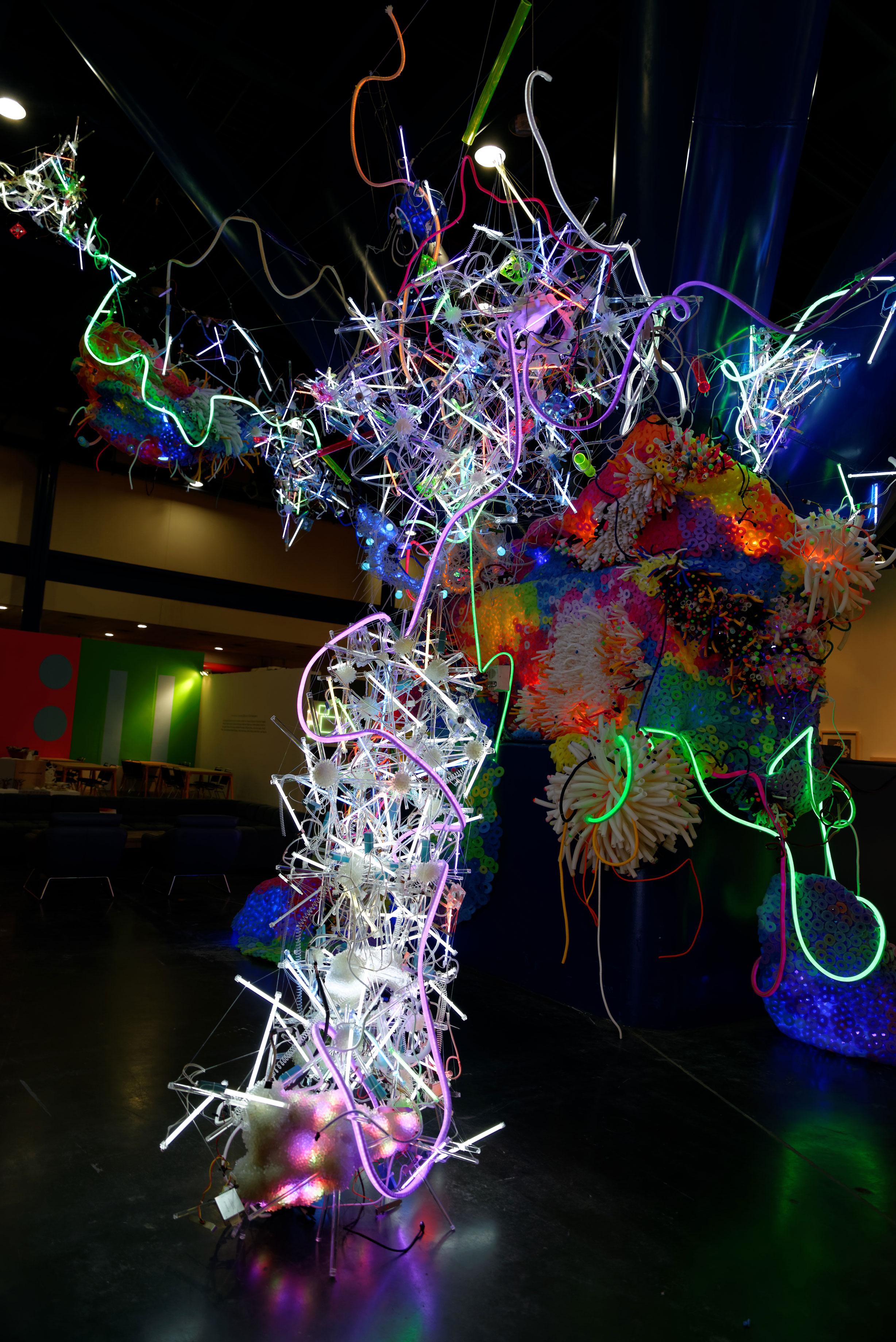 Adela Andea, Primordial Garden Flex Neon, CCF Licht, Plexiglas, Schaumstoff, Ausstellungsansicht, George Brown Convention Center, Houston, TX, USA, 2014 © Adela Andea