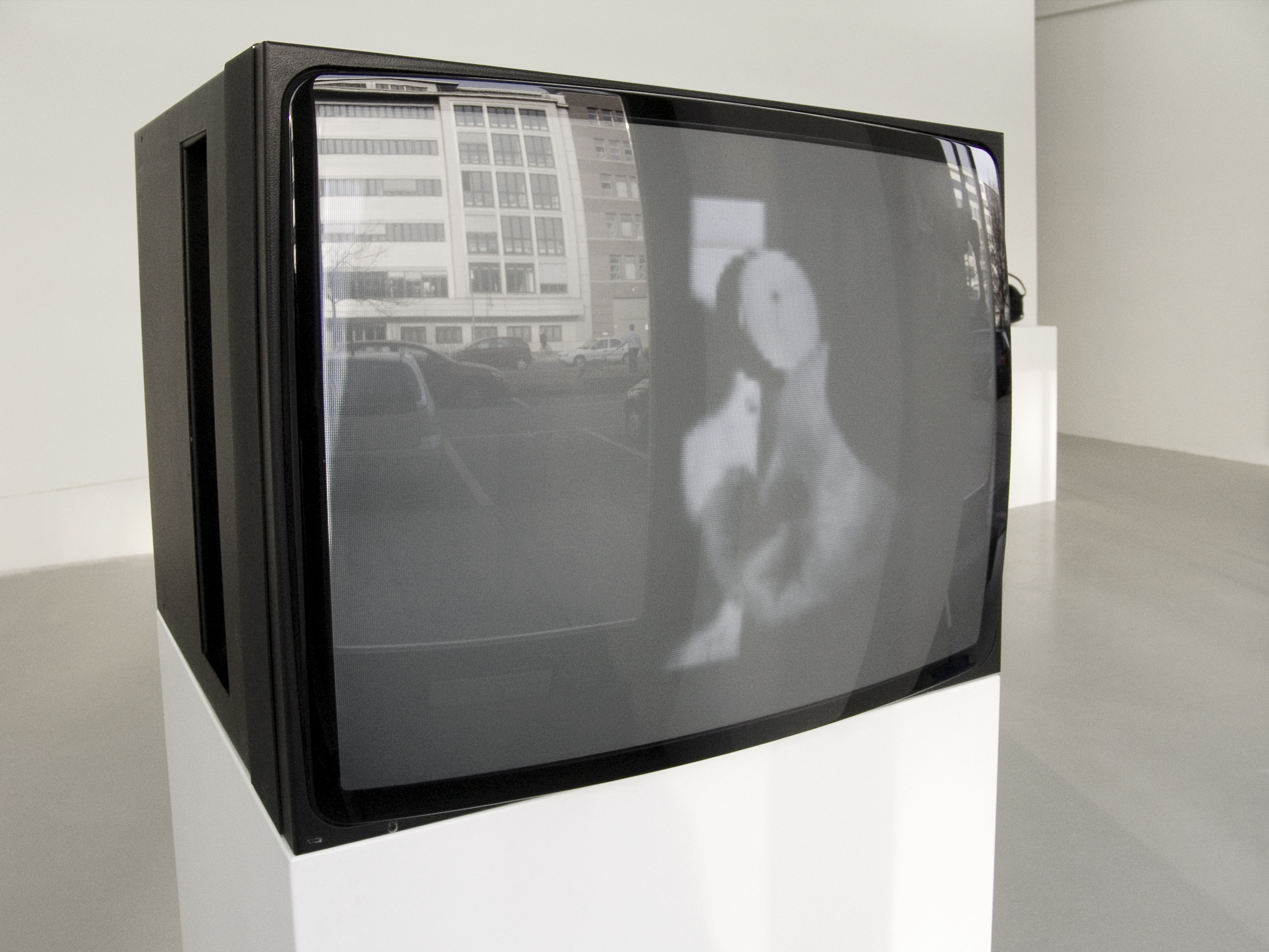 8 Minuten, a video artwork by Erik Andersen running on a old TV Monitor