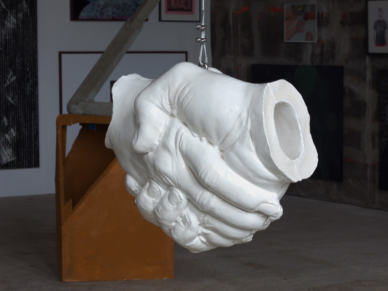 Handschlag, 2010 - white glazed Ceramik sculpture by Erik Andersen - Installation view at Kunstverein Familie Montez, Frankfurt