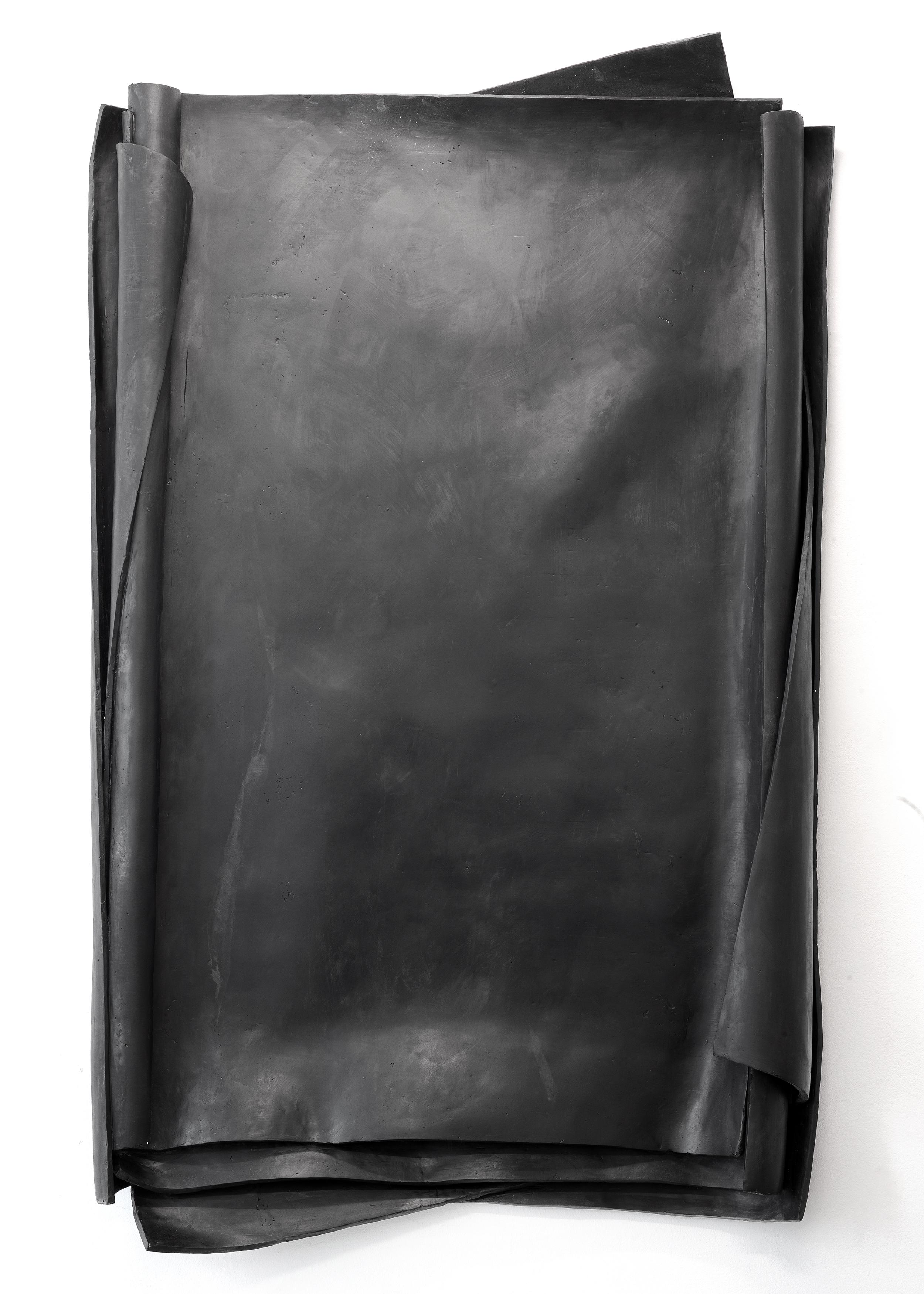 Besser Vertikal 02, 2021 - Black Skulptur - The Artwork by Erik Andersen is made of black Epoxy Resin.