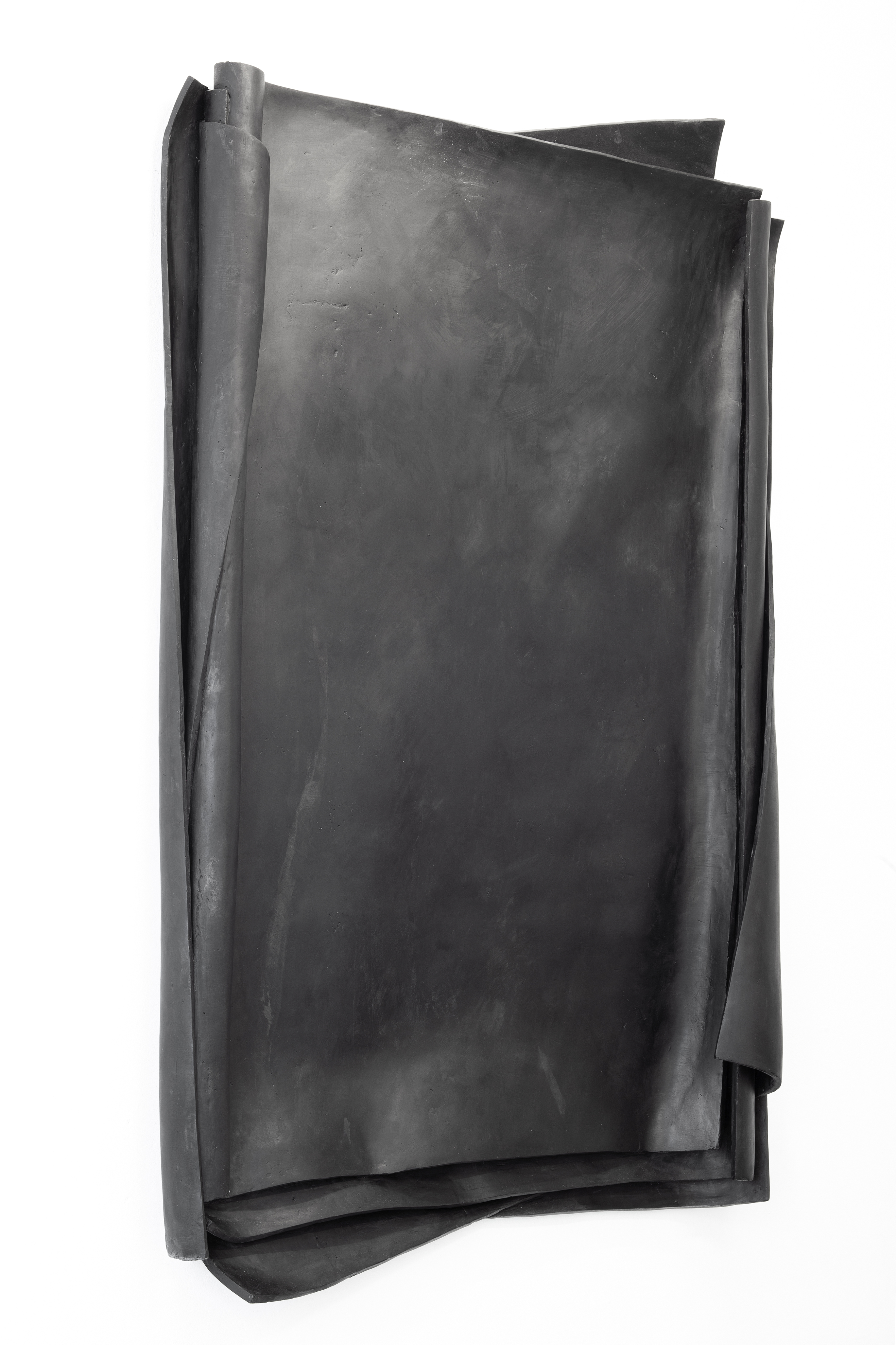 Artwork by Erik Andersen - Besser Vertikal 02, 2021 - Black Skulptur - Relief made of Epoxy Resin - Dimension 240 x 155 x26 cm