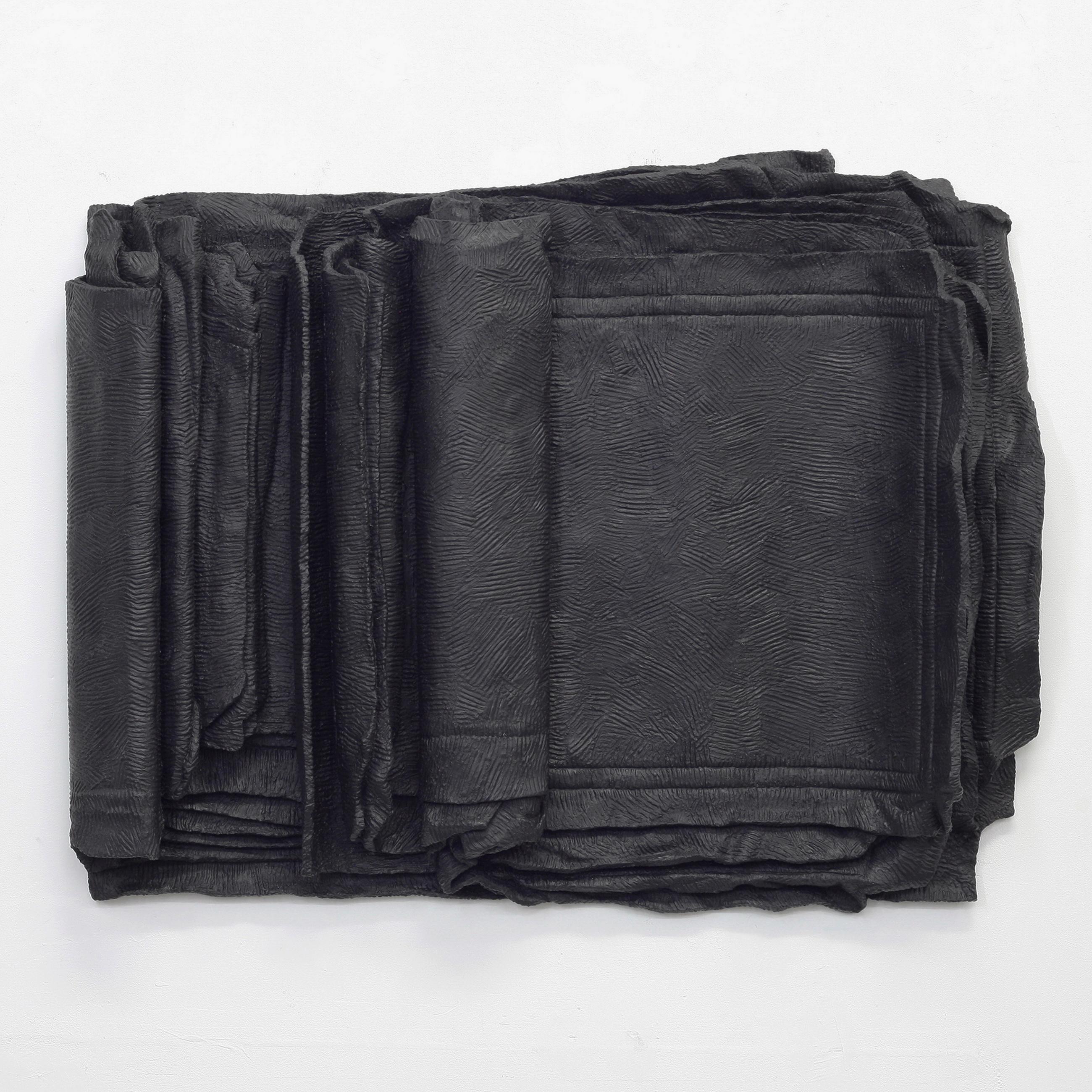 Besser Vertikal 03 is a black sculpture by Erik Andersen. Material: Epoxy Resin