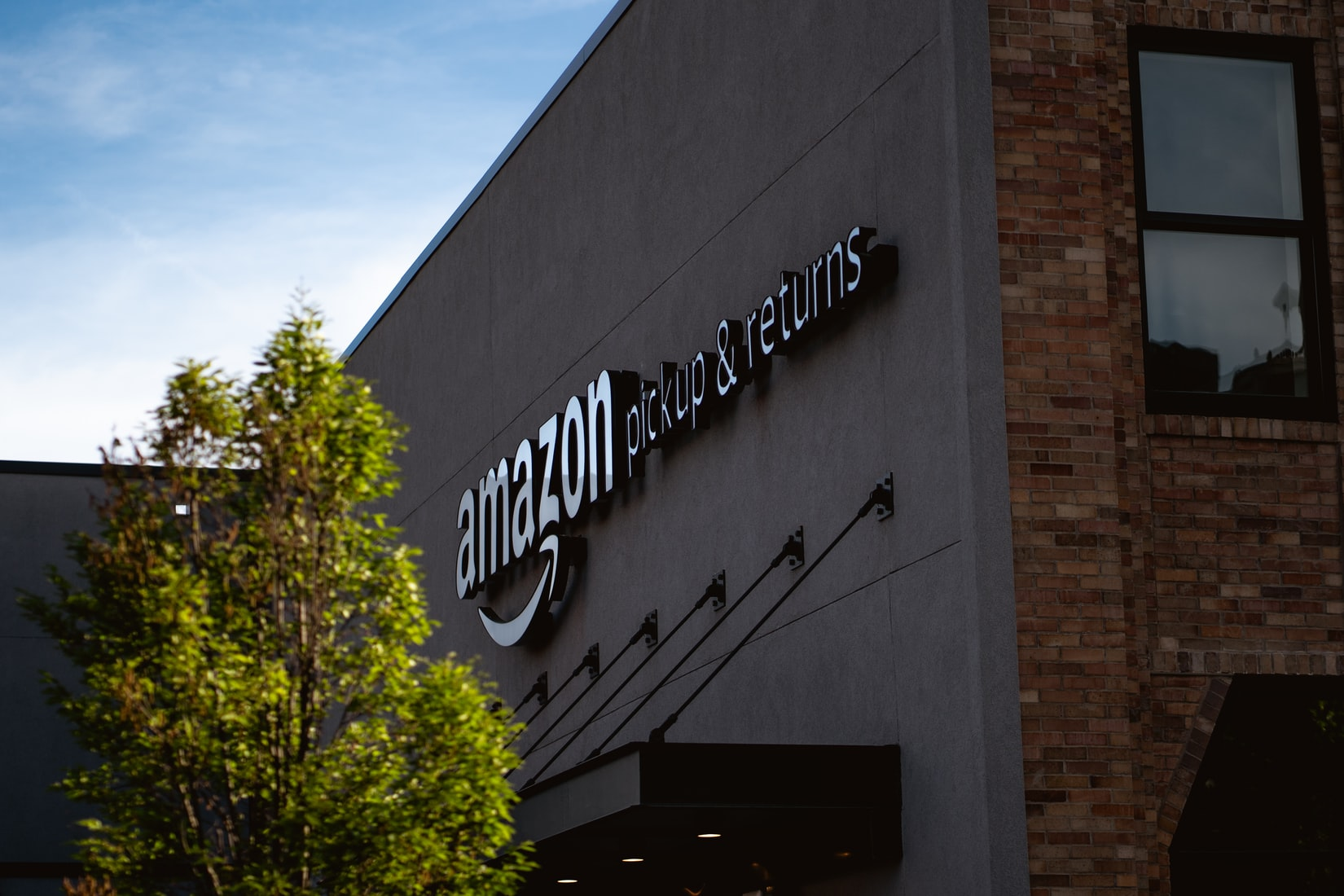 Amazon and Goldman Sachs Wade Deeper Into Financial Services