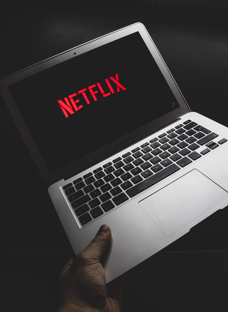 Netflix Stock's Rally Pauses With Earnings Coming Up. Why One Analyst Says to Sell