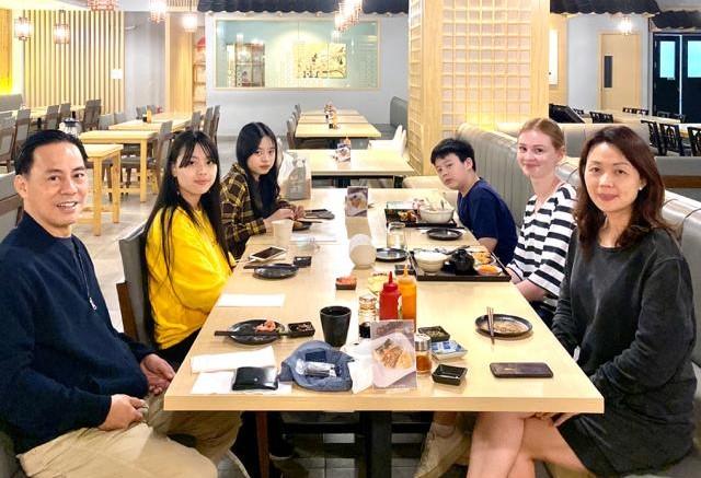 Wie eine zweite Familie - Evas Gastfamilie in Indonesien