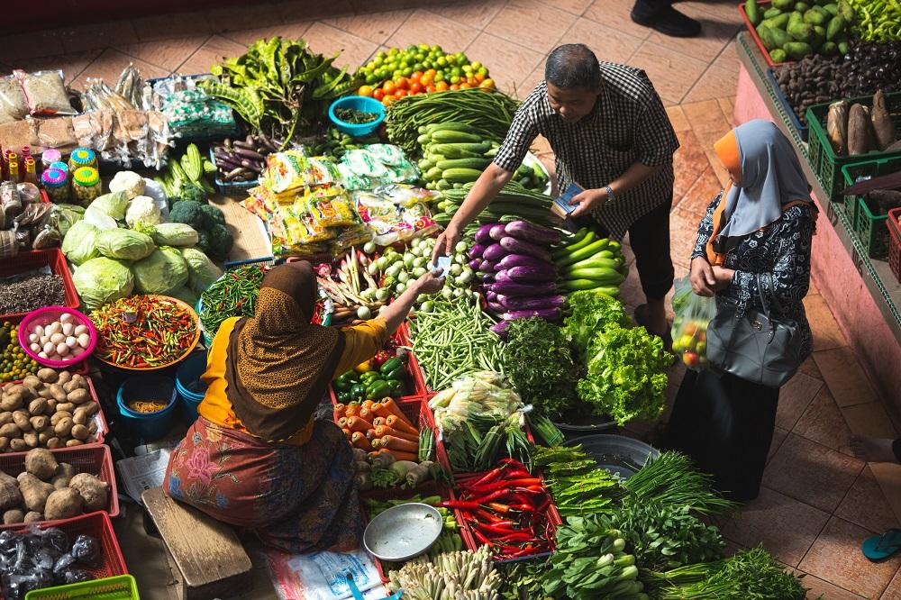 Auf einem Markt gibt es sehr viel zu sehen