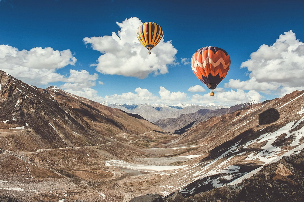 Mit einem Heißluftballon um die Welt