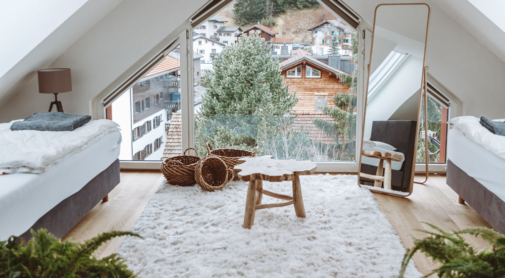 Live in your own penthouse in the Alps. This beautiful space has fast Wifi, mountain views and plenty of daylight filling the rooms, making it the ideal space to work from when you're hanging out in the Swiss Alps. Spend your afternoons and weekends hiking, skiing and eating your way through the neighborhood of Klosters-Serneus.