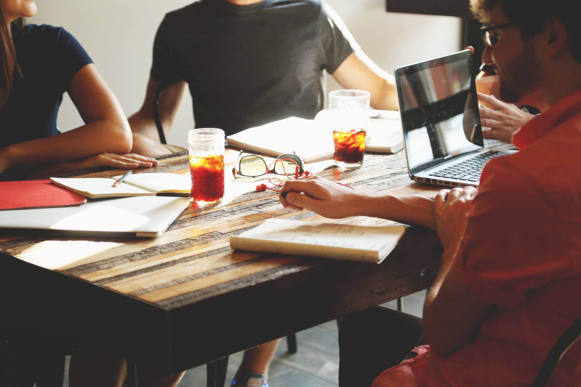 O que é blended learning? Como usá-lo em treinamentos empresariais?