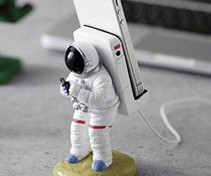 astronaut smartphone stand gift