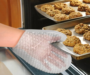 Fred & Friends POPPIN HOT Oven Mitt