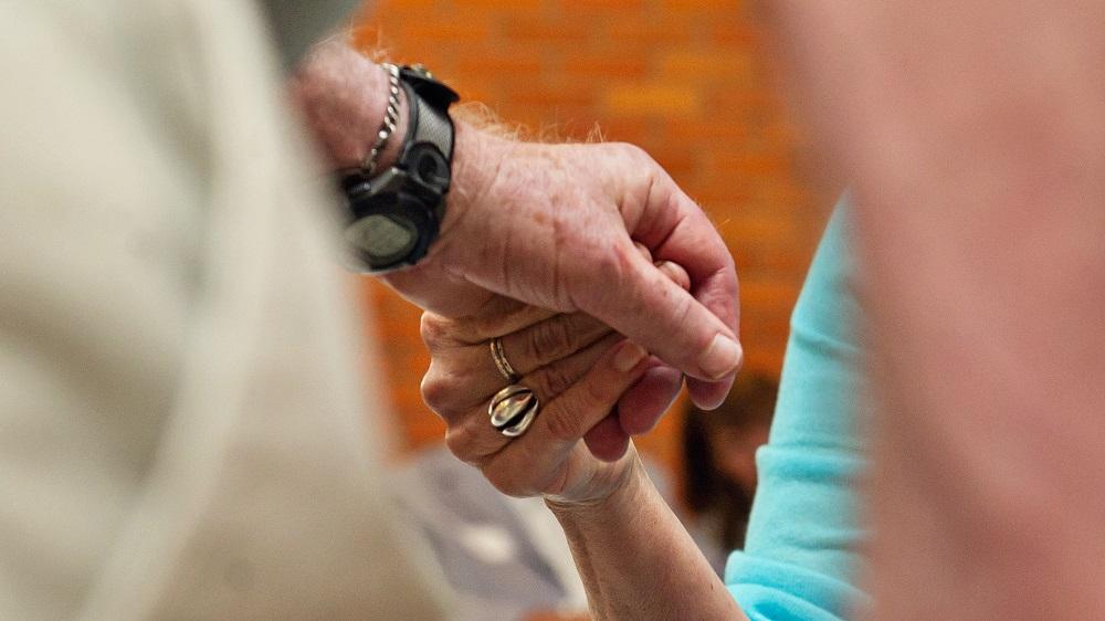 Prendre soin d'un proche atteint de maladie d'Alzheimer, une menace pour les fonctions cognitives