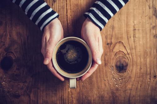 Café, vin et mortalité par hépatopathie alcoolique : quels liens ?
