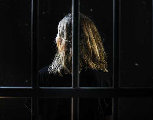 Santé mentale des détenu(e)s : plus d'antécédents psychiatriques chez les femmes