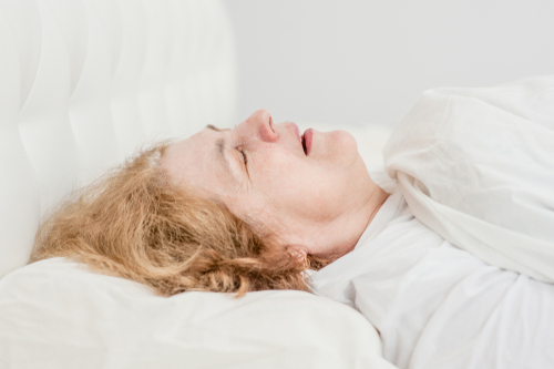 Apnées obstructives du sommeil chez la femme : influence sur la fonction respiratoire et la tolérance à l'effort