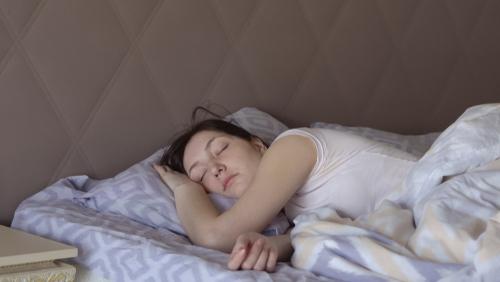 Sexe féminin et sédentarité, facteurs associés à un sommeil non réparateur