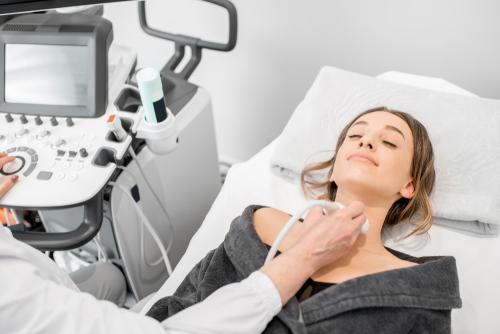 Une dysthyroïdie est souvent associée au syndrome des ovaires polykystiques
