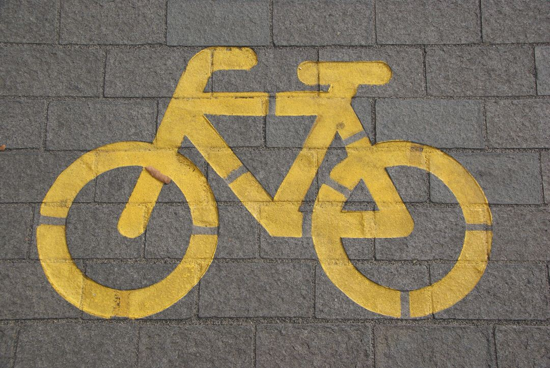 Bycicle painted on the street