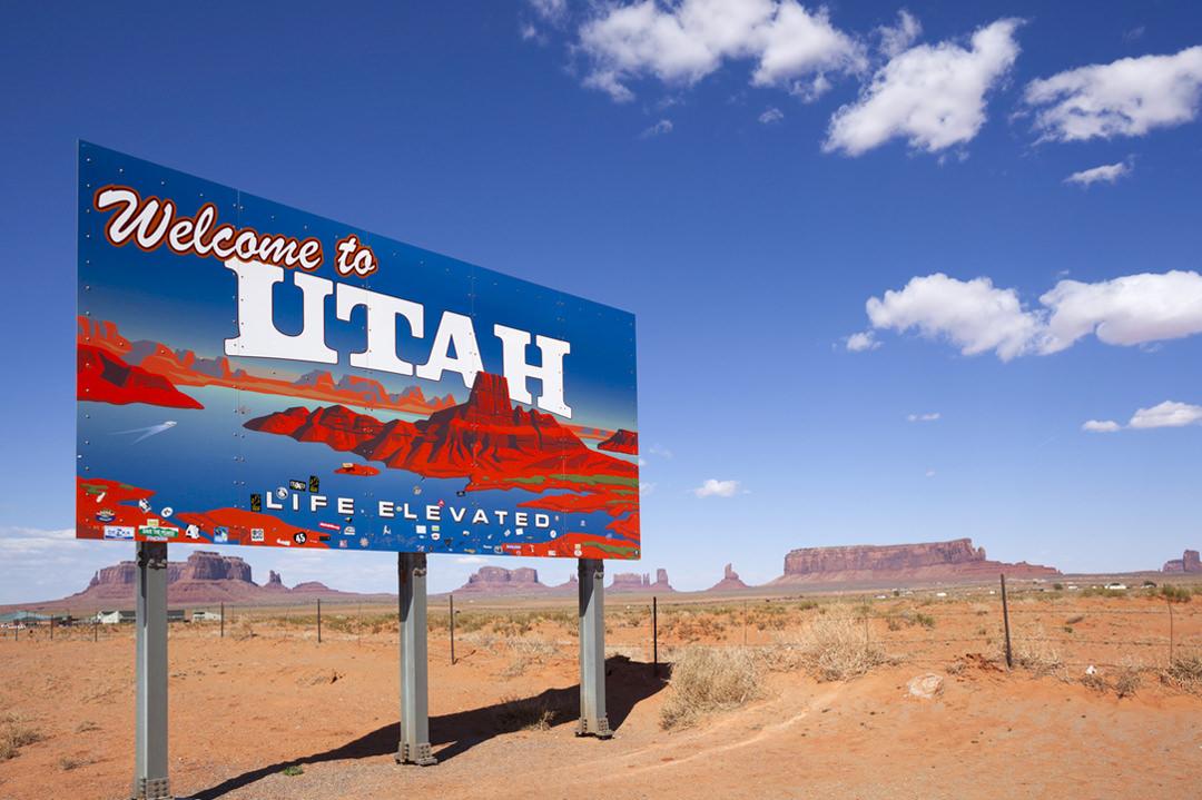 Utah welcome road sign