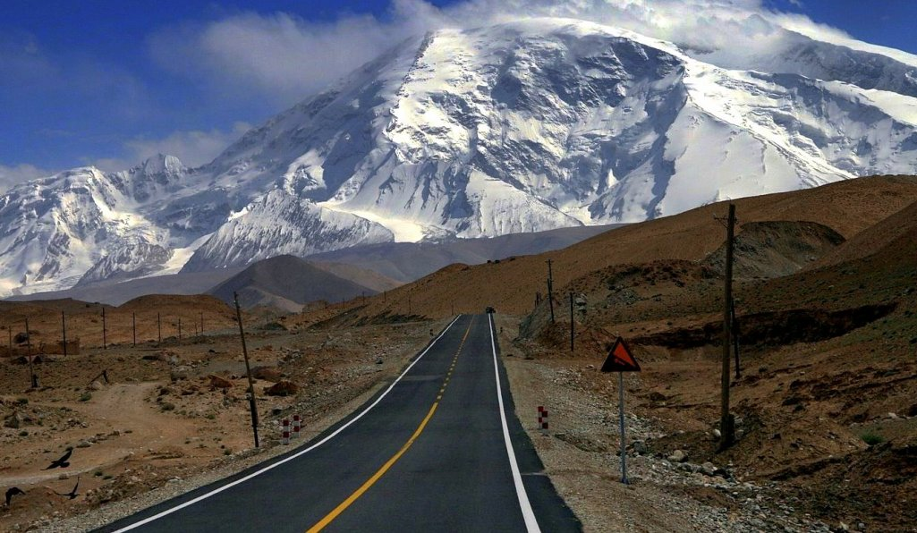 Karakoram Highway and snowy mountains scenery