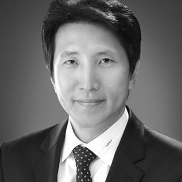Eun Chul Lee