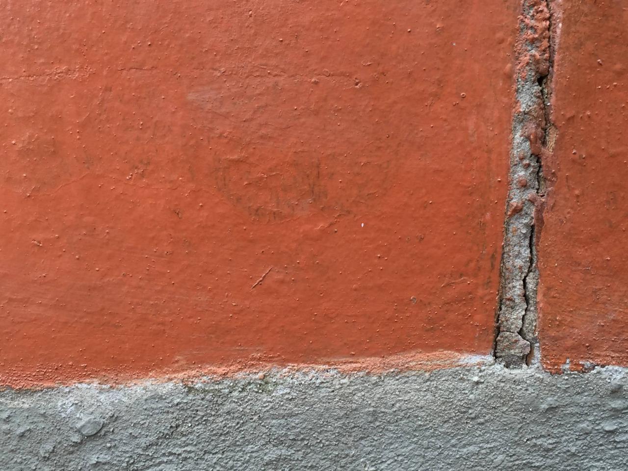 Eflorescência em Alvenaria de Tijolo Cerâmico e Acabamento com Resina Acrílica