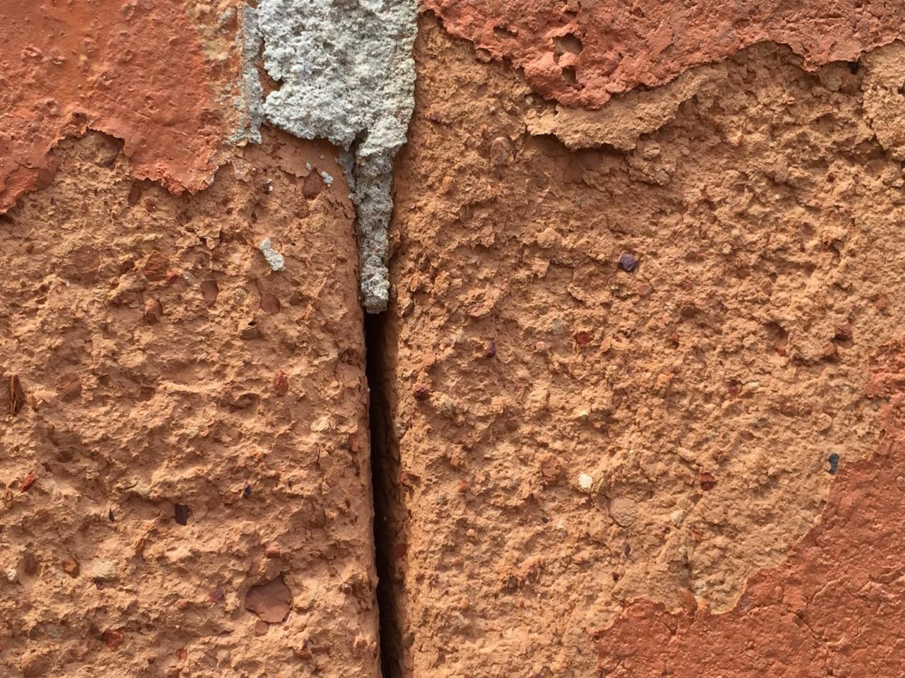 Degradação de Tijolo Cerâmico e Argamassa de Encunhamento Lateral