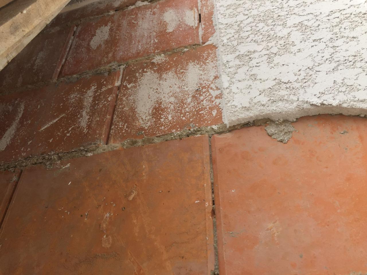 Falha Adesiva de Revestimento de Argamassa Projetada da Alvenaria com Eflorescência