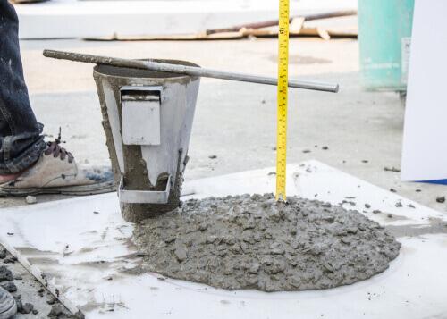 Aprenda o que é slump do concreto e como fazer o teste