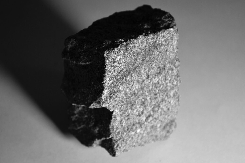 Granito cinza: descubra tudo sobre essa pedra agora