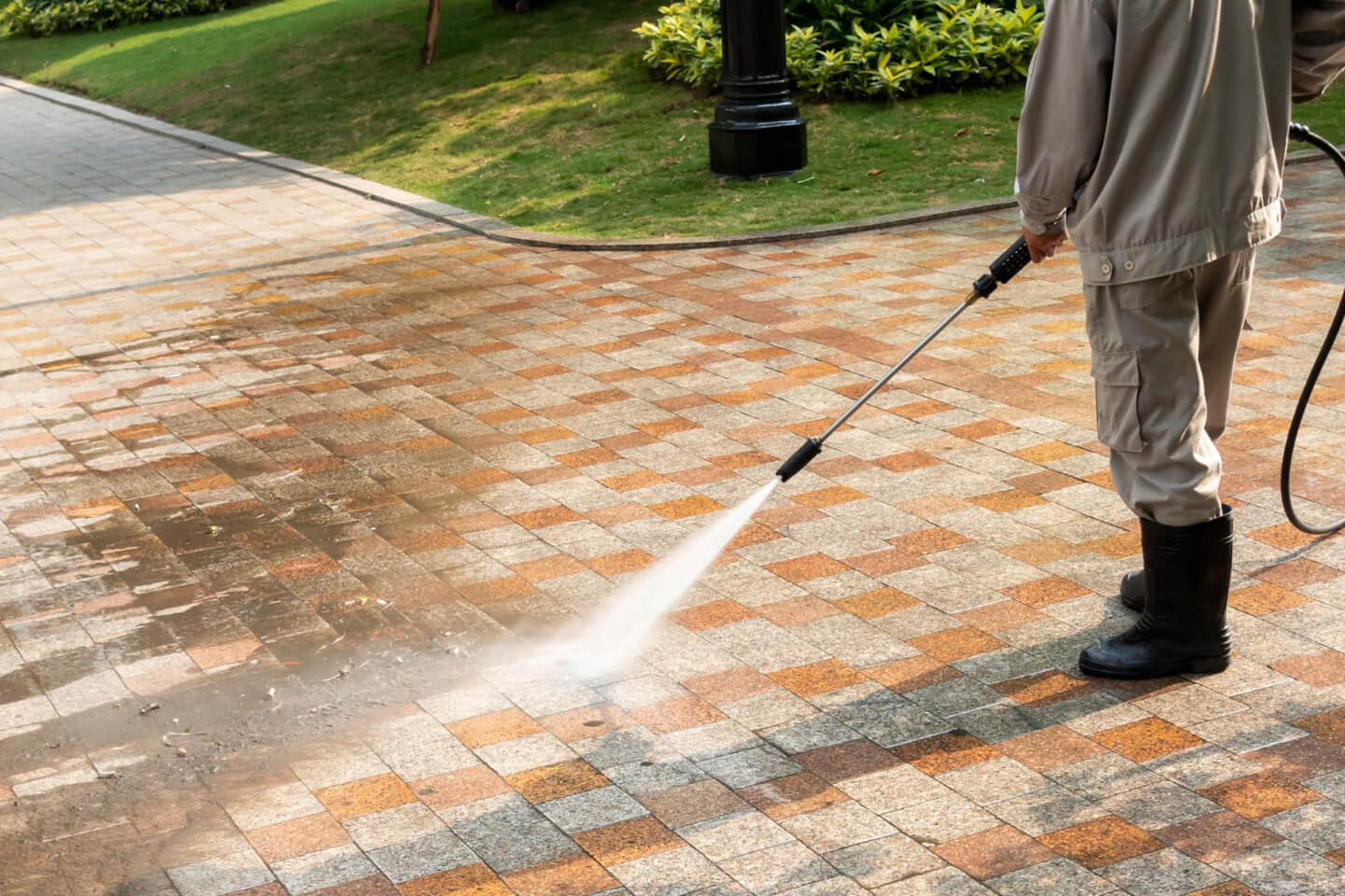 How to choose anti-slip flooring for the backyard? Understand now.