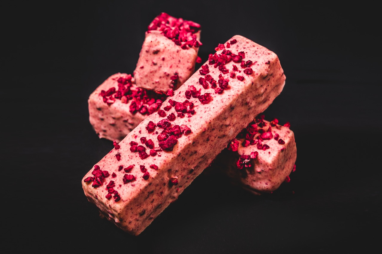 THIS LITTLE PIGGY  – Red velvet cake, raspberry gel, white chocolate & cream cheese gelato, almond praline crunch covered in Messina white chocolate & raspberry glaze