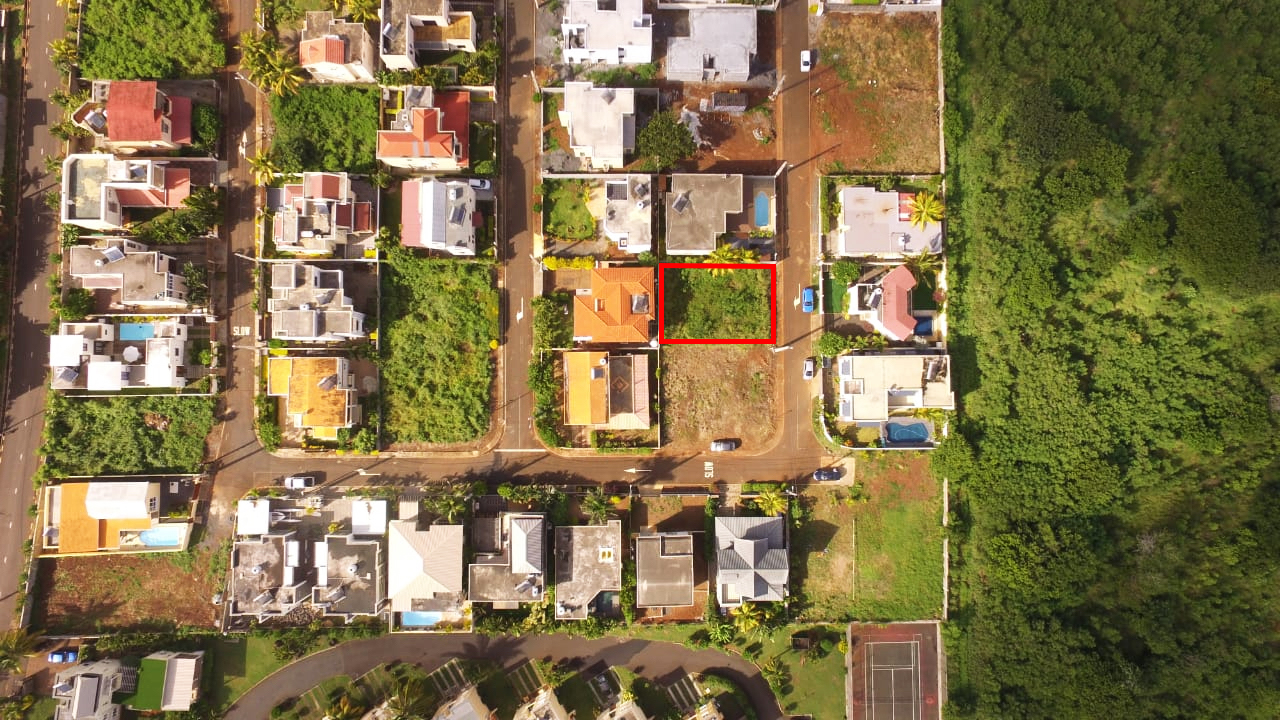 Land for sale in a gated community in Albion