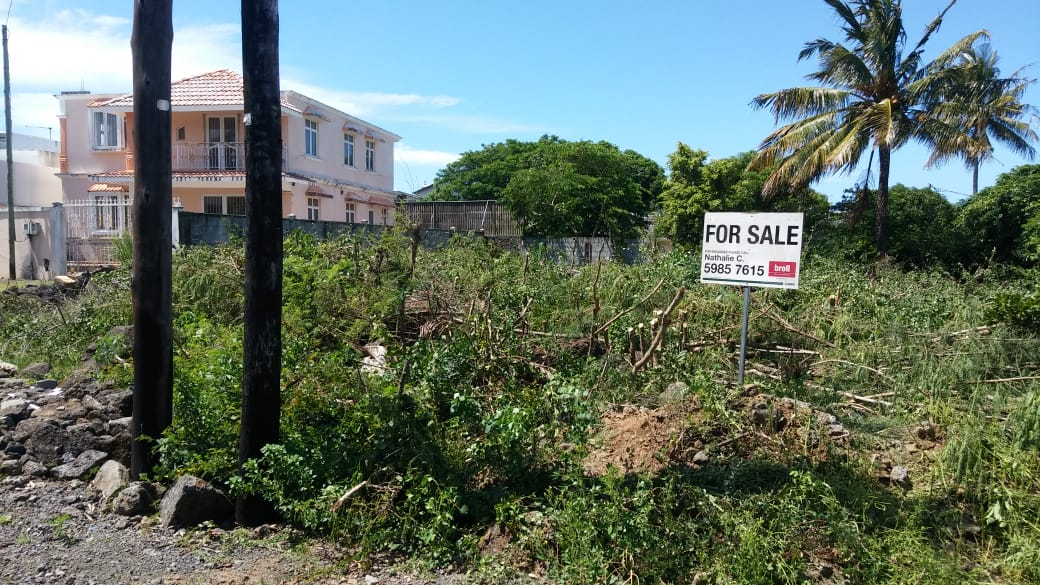 Freehold Residential land for Sale in Péreybère