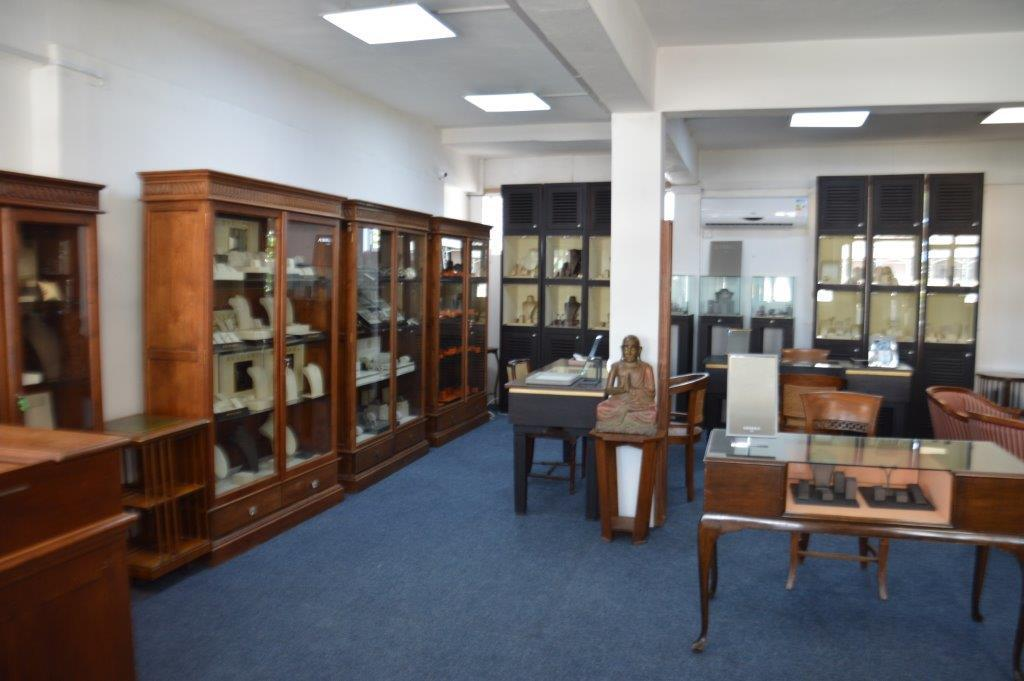 FIRST FLOOR OFFICE 120m² FOR RENT NEAR THE CAUDAN FLYOVER – PORT LOUIS