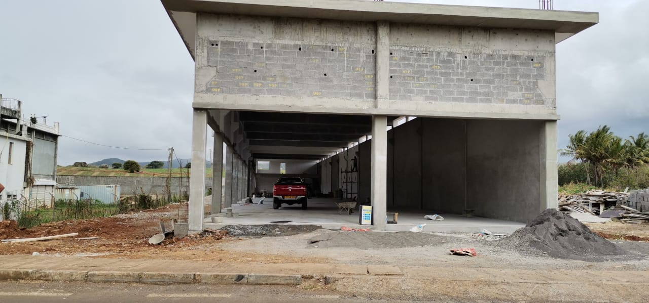 Newly built Building / Warehouse of 1000m² at Calebasses